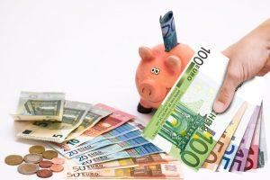 Skarbonka i pieniądze Euro