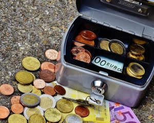 Skrzynia z pieniędzmi